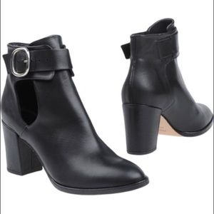 Maje buckle ankle boots ! Match with everything l✨